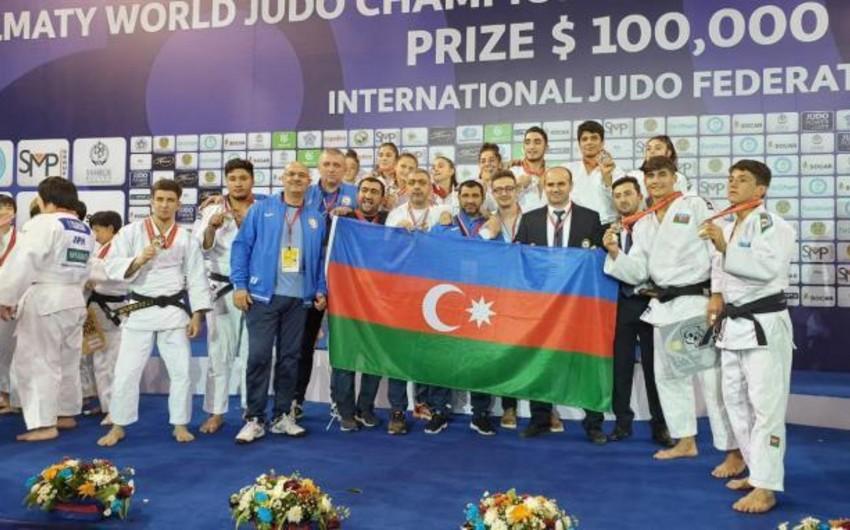 Azərbaycanın yeniyetmə cüdoçuları dünya birinciliyinin komanda yarışlarında gümüş medal qazanıb - FOTO