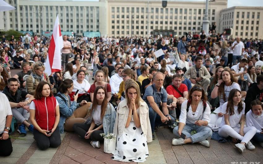 Minskdə aksiyaçılar etirazlarını davam etdirir