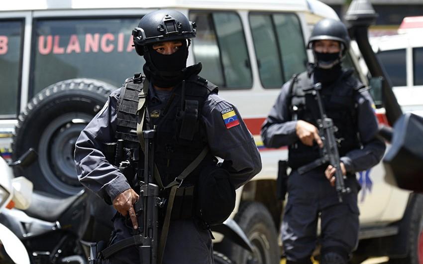 Venesuelada bir qrup silahlı şəxs doğum evinə hücum edib