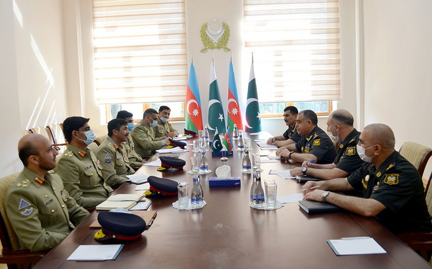 Azerbaijani and Pakistani servicemen discuss issues of operational planning in Baku