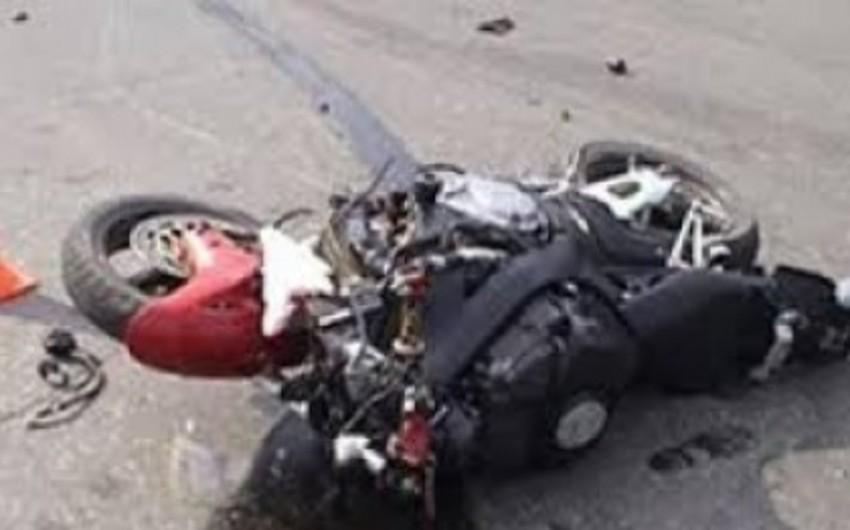 Neftçalada motosikl piyadanı vurub
