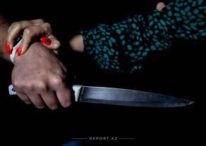 Qeyri-rəsmi yaşadığı arvadını öldürdü, ögey qızını bıçaqladı