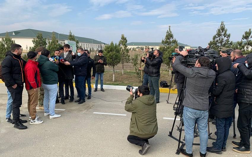 Jurnalistlər Raket və Artilleriya Qoşunlarının hərbi hissələrində olublar