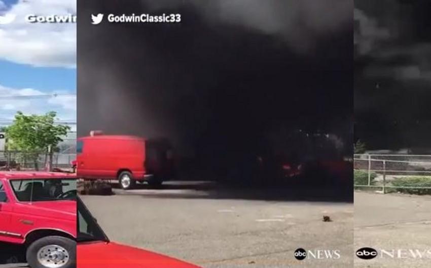 В США самолет упал на дома - ВИДЕО