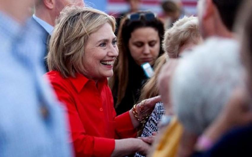 Hillari Klinton yeddi qərarsız ştatdan altısında liderdir
