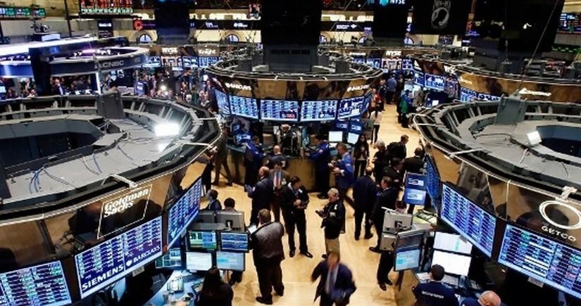 Фондовые индексы США отступили от рекордных максимумов
