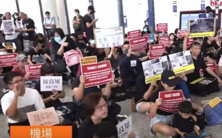 Protest action held at Hong Kong airport - PHOTO