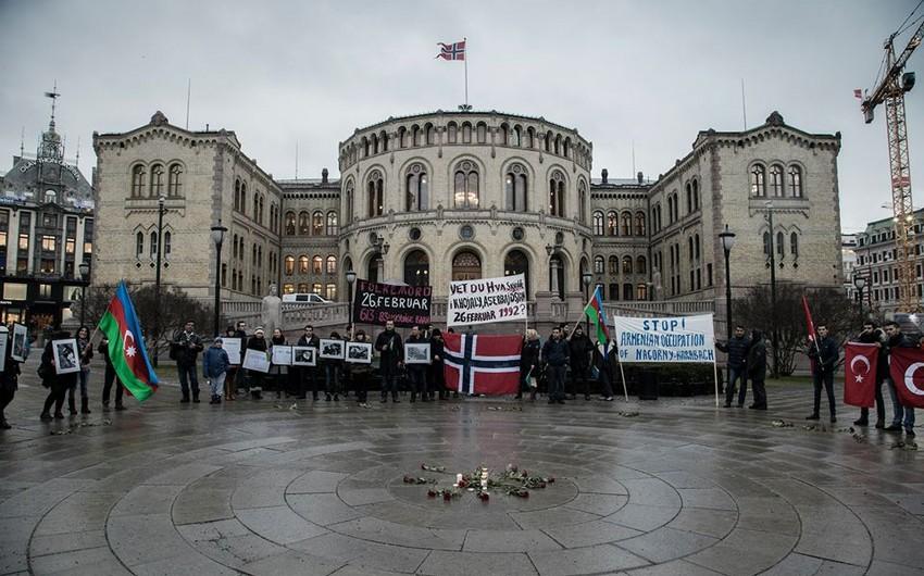 Norveç parlamenti qarşısında Xocalı aksiyası keçirilib