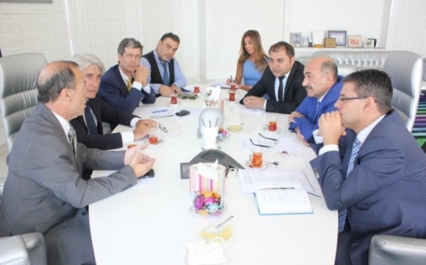 Əbülfəs Qarayev Fransa turizm sənayesinin nümayəndələrilə görüşüb