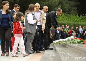 People of Azerbaijan commemorate National Leader -  PHOTOREPORT