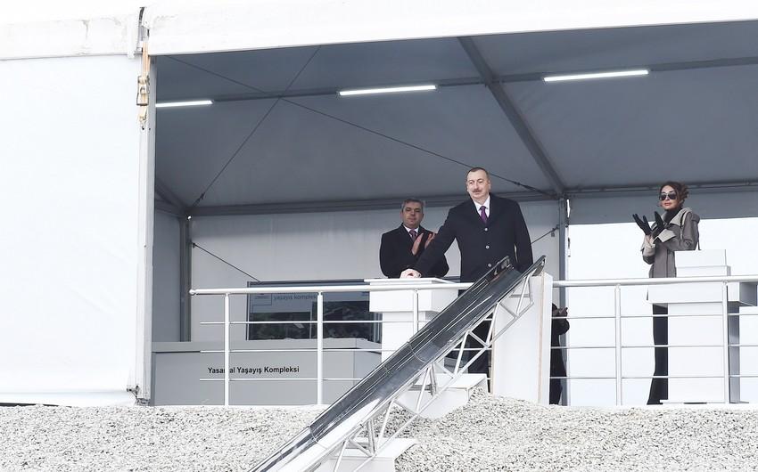 Prezident İlham Əliyev MİDA-nın Hövsan yaşayış kompleksində ilk binanın təməlqoyma mərasimində iştirak edib - YENİLƏNİB