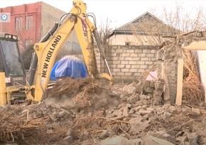 Bərdədə qadağan olunan raketlərlə dağıdılan evlər yenidən tikilir