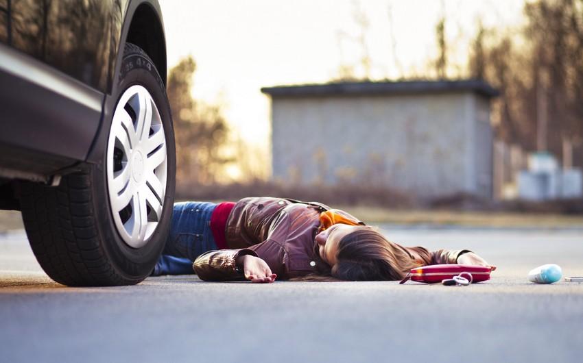 Bakıda 35 yaşlı piyadanı avtomobil vurdu