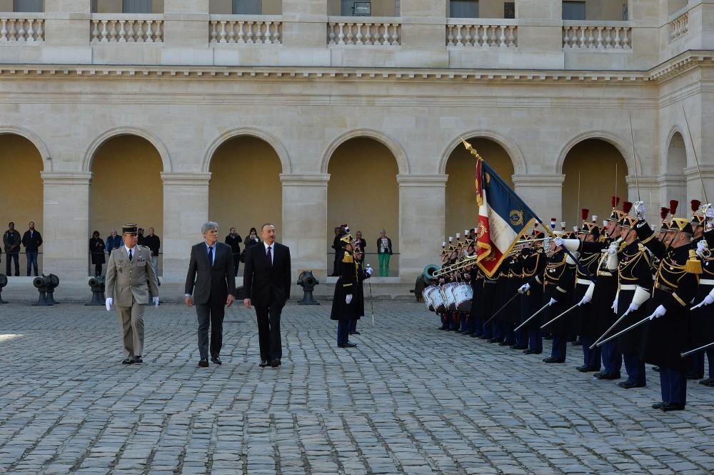 В Париже состоялась церемония официальной встречи президента Ильхама Алиева