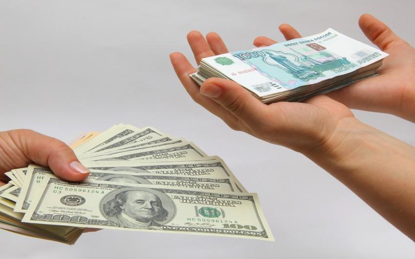 Rusiyada dollar 60 rubldan aşağı düşüb