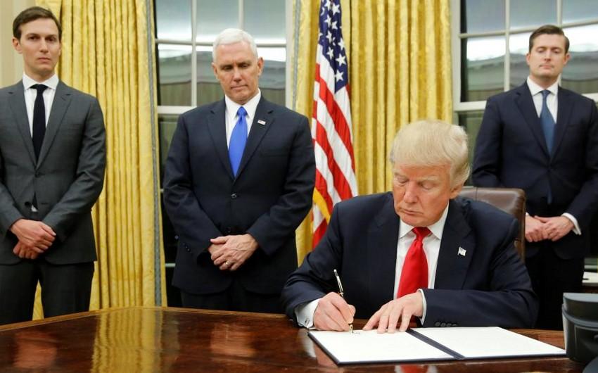 ABŞ prezidenti mühacirlərin sərt şəkildə yoxlanması barədə fərman imzalayıb