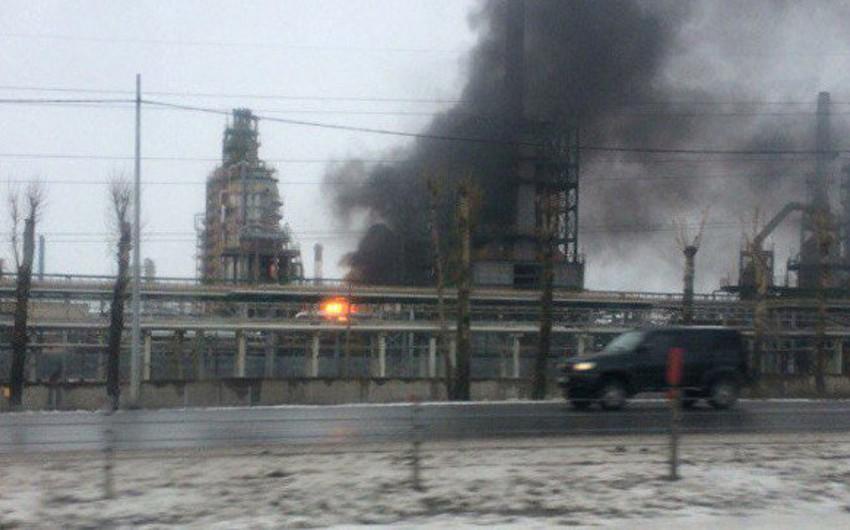 На российском НПЗ начался пожар, погиб один человек, еще один госпитализирован
