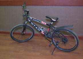 Oğluna velosiped oğurlatdıran ata saxlanıldı
