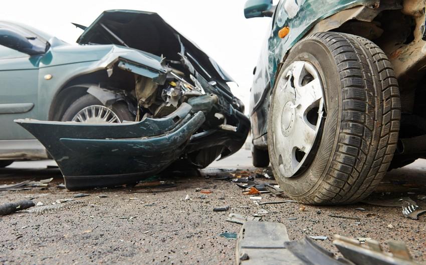 Bakıda ağır yol qəzasında bir ailənin dörd üzvü yaralandı
