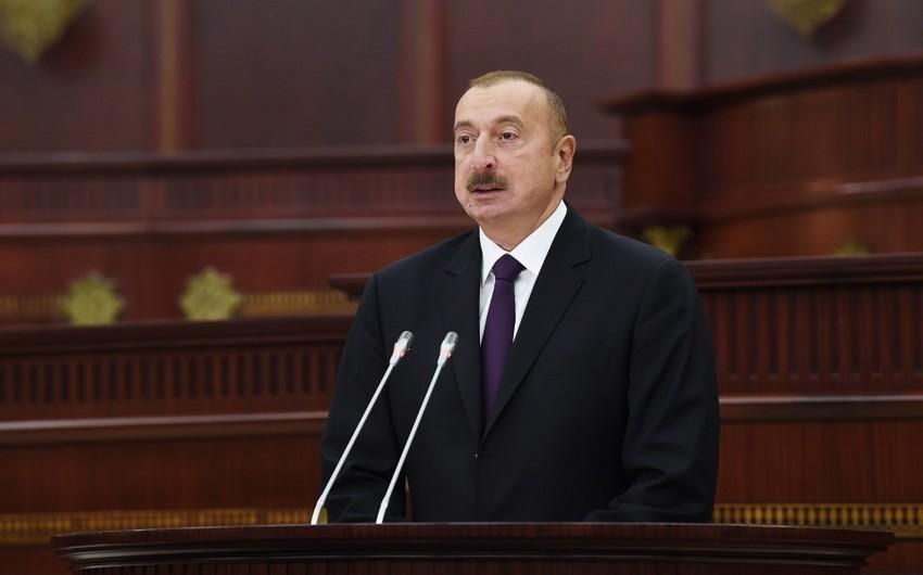 Президент Ильхам Алиев принимает участие в торжественном заседании, посвященном 100-летию Парламента Азербайджана