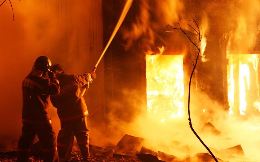 Ağstafada maskalı şəxs quldurluq etdiyi evi yandırıb