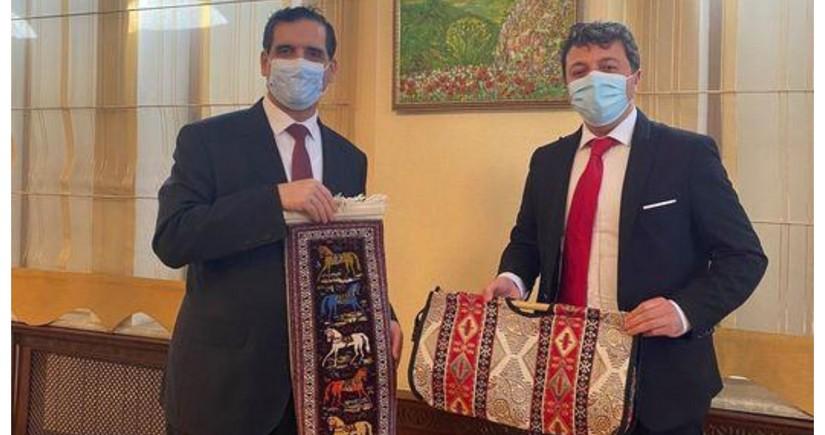 Qarabağın azərbaycanlı icmasının sədri Türkiyənin səfiri ilə görüşüb
