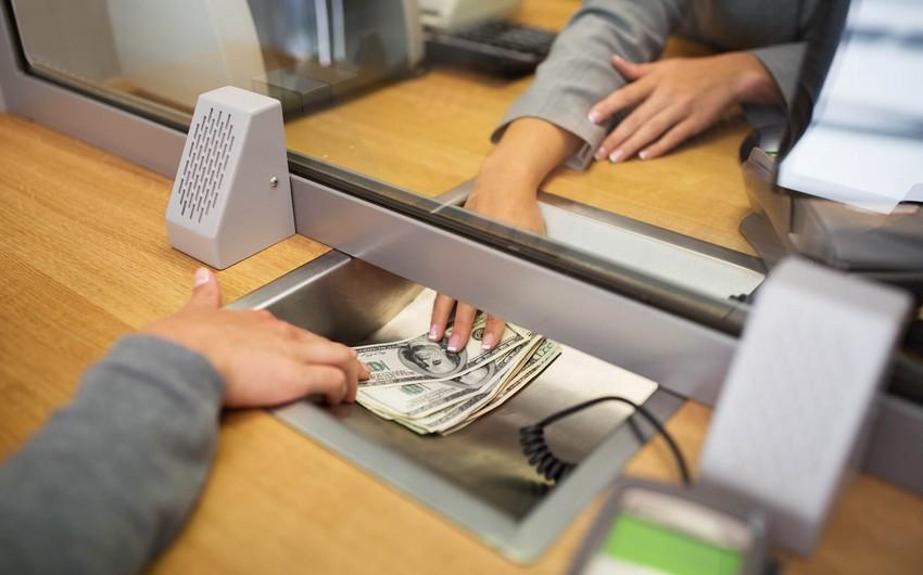 Banklar I yarımildə 3,2 milyard dollarlıq nağd xarici valyuta alıb-satıb