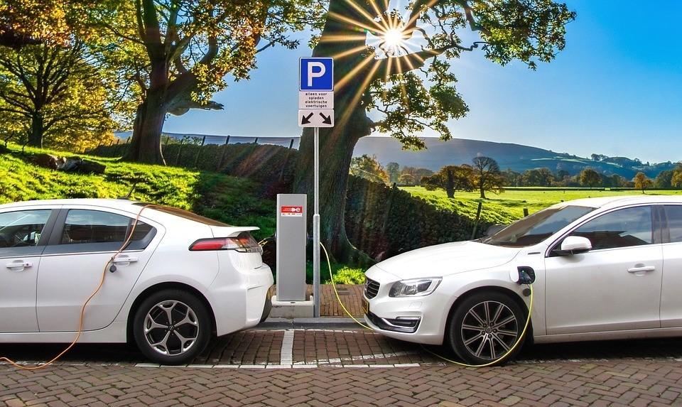 SOCAR Ukraynada elektromobillərin enerji ilə doldurulması üçün daha iki stansiyanı işə salıb