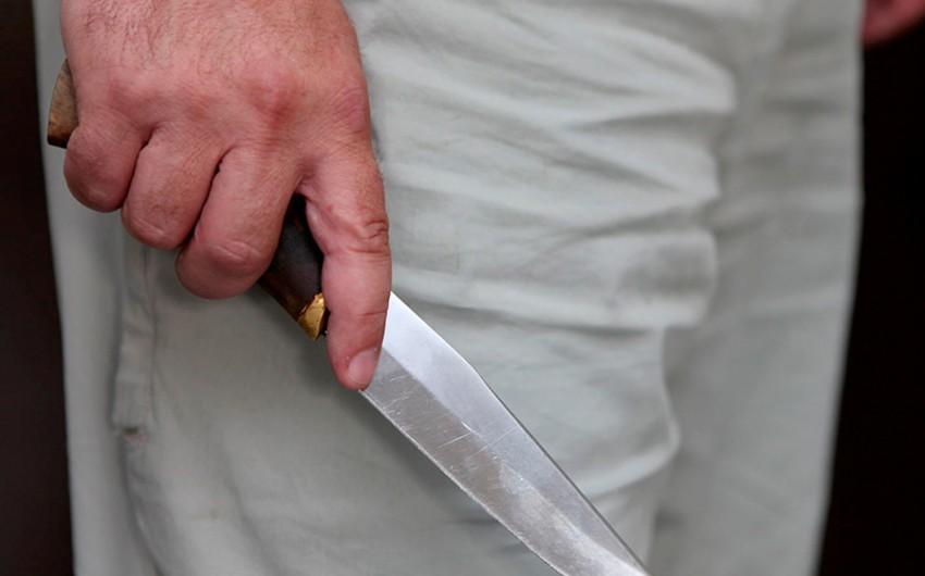 Abşeronda gənc oğlan özünü bıçaqladı