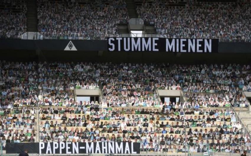 Almaniya Bundesliqasının oyununda karton azarkeşlər