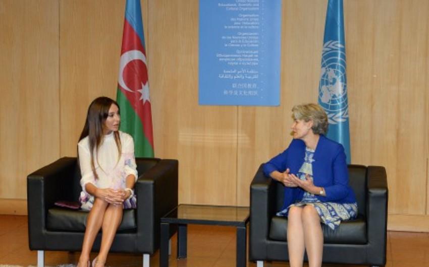 Azərbaycanın birinci xanımı UNESCO-nun mənzil qərargahına gedib