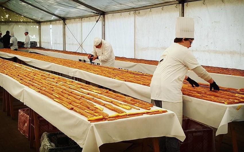Belçikada dünyanın ən böyük ekler pirojnası hazırlanıb