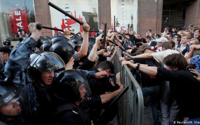 Moskvada etiraz aksiyası zamanı 1000-dən çox adam saxlanılıb