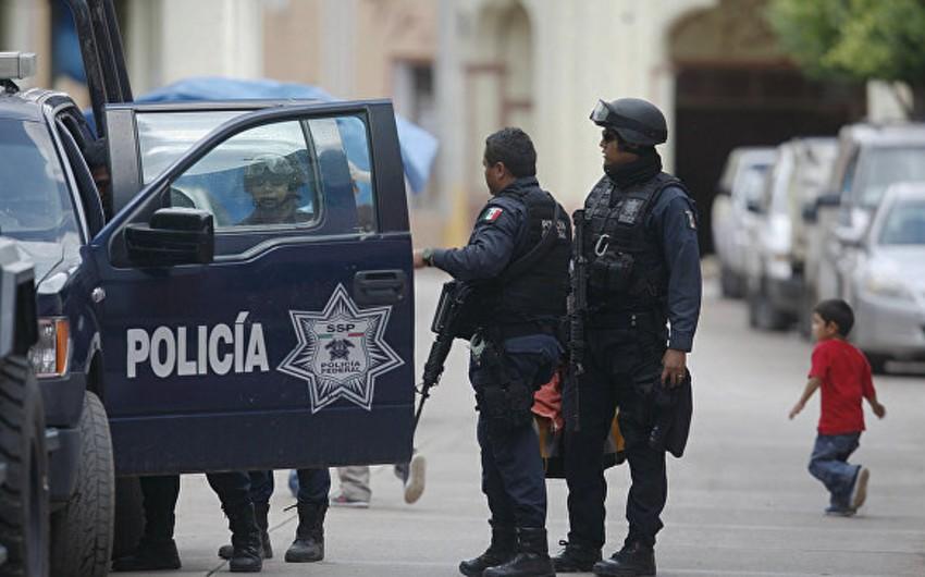 Meksikada oğrular pusquda iki polis əməkdaşını öldürüb, 4-nü isə yaralayıblar