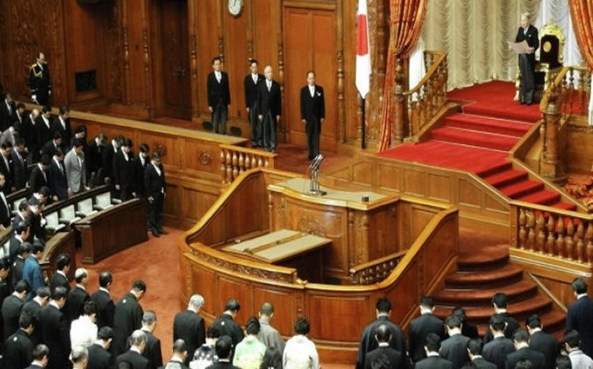 Yaponiyanın baş naziri parlamentin aşağı palatasını buraxıb