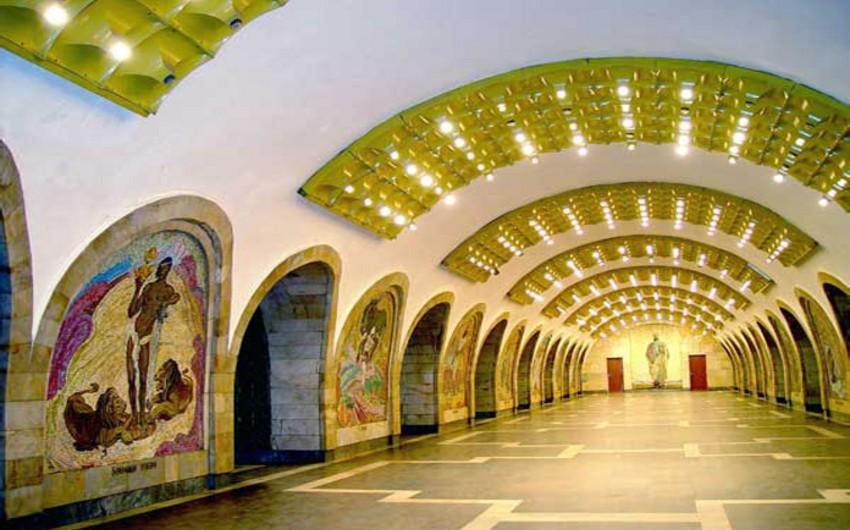 Metronun Nizami stansiyasının eskalatorlarından biri bağlanır