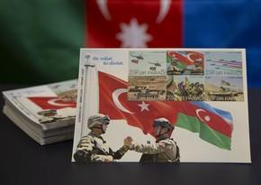 В Азербайджане выпущена почтовая марка Одна нация, два государства. Парад Победы