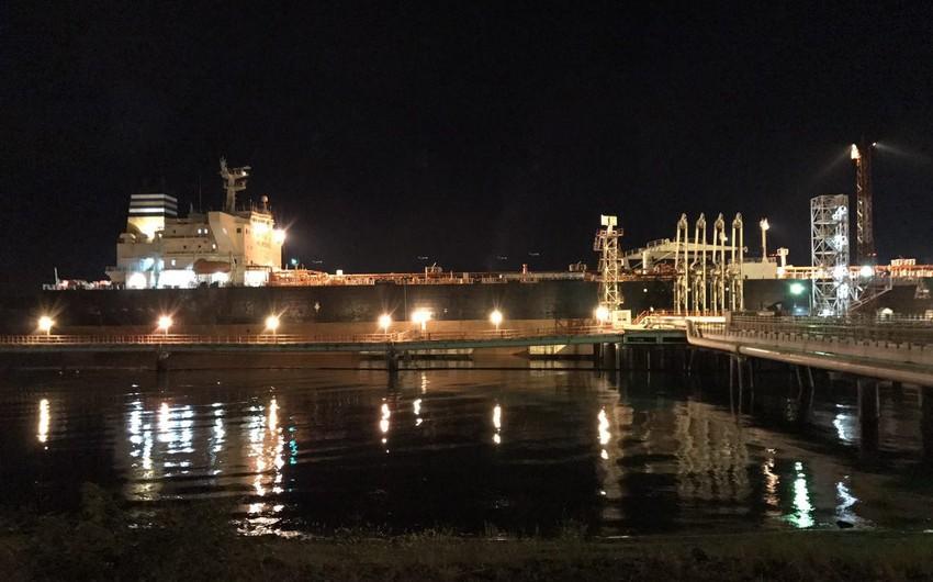 SOCAR üçün Cənub terminalında tankerə Urals nefti doldurulur