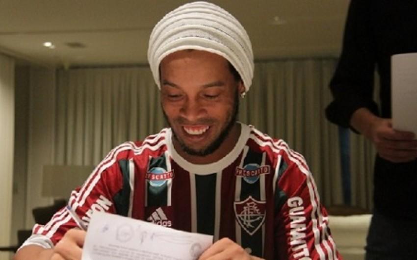 Ronaldinyo Fluminense klubu ilə müqavilə imzalayıb - FOTO