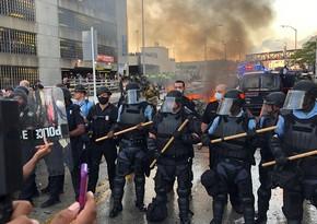 В Филадельфии 12 полицейских госпитализированы после столкновений