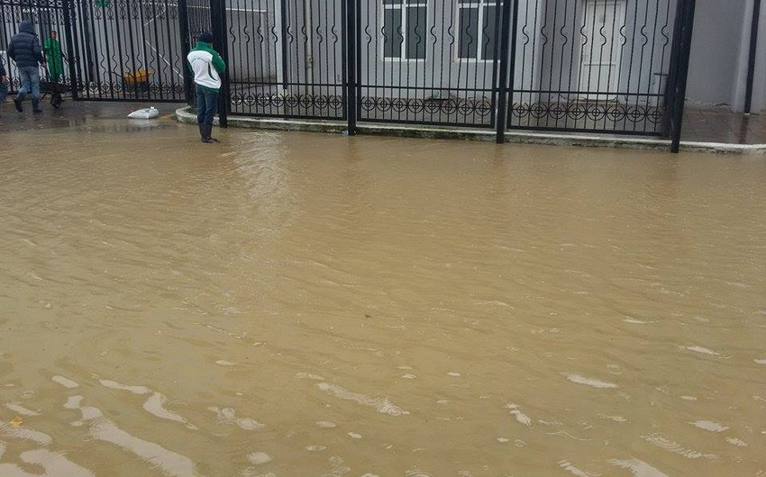 Xəzər Lənkəran Mərkəzi Stadionu su altında qalıb - FOTO