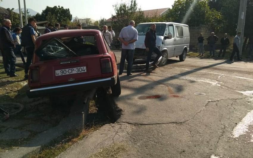 Qaxda iki avtomobil toqquşub, xəsarət alan var - FOTO - VİDEO - YENİLƏNİB