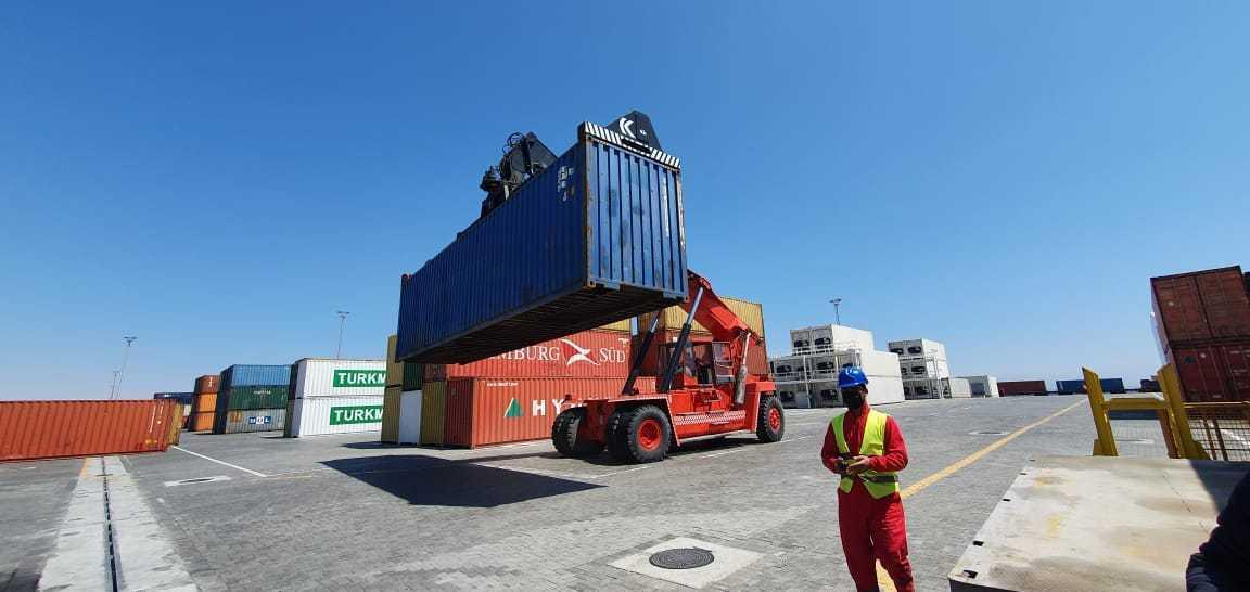 Очередной грузовой поезд из Китая в Турцию прошел через Бакинский порт