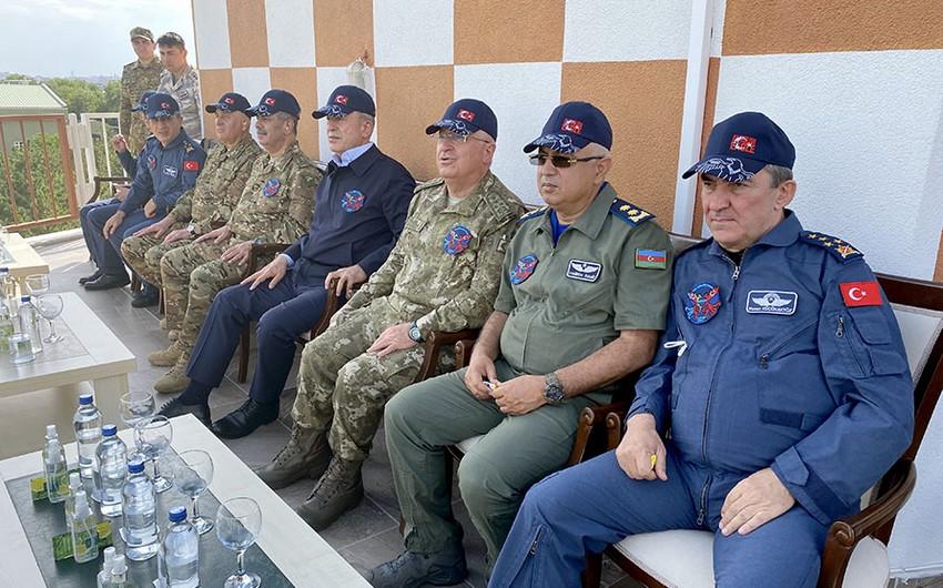 Закир Гасанов и Хулуси Акар понаблюдали за летно-тактическими учениями Сокол ТурАз-2021