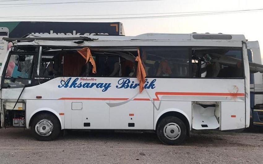 Türkiyədə şagirdləri aparan mikroavtobus aşıb, 1 nəfər ölüb, 18 nəfər yaralanıb