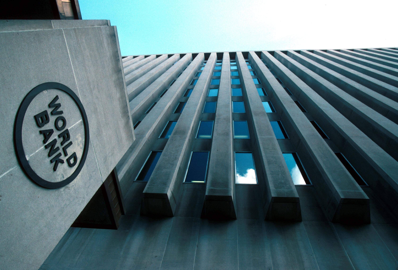 Dünya Bankı neft qiymətlərinə dair proqnozunu azaldıb