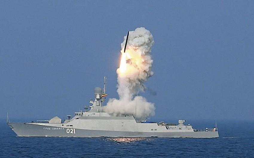 Le Monde: Rusiya Aralıq dənizindən İŞİD-in Rakkadakı mövqelərinə raket zərbəsi endirib