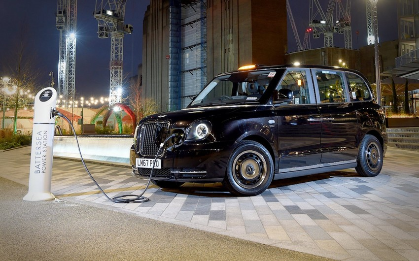 Министр: В Баку доставят еще 100 лондонских такси