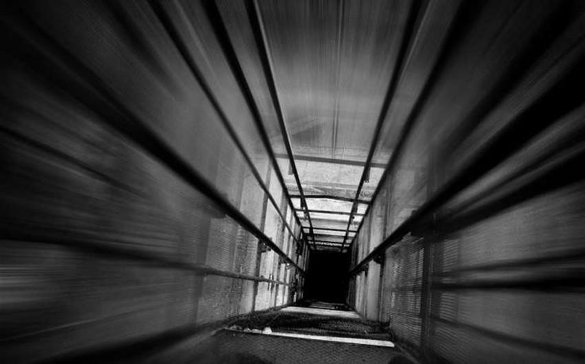 В Баку человек провалился в шахту лифта