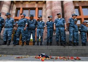 Полиция Армении начала задержания протестующих перед зданием Кабмина